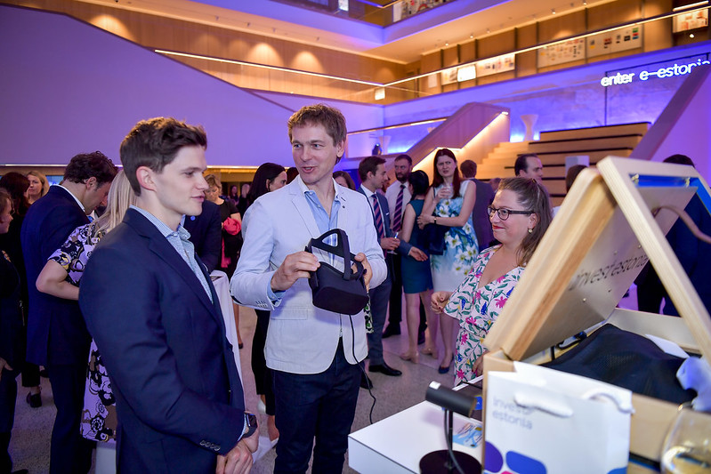 Demonstrating VR estonia